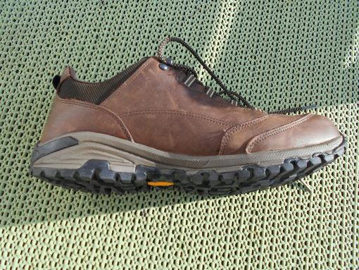 """969442e7864 Dit is het topmodel van de lage wandelschoenen lijn en deze is zeer  populair. In tegenstelling tot een aantal van zijn """"lederen concurrenten""""  heeft deze ..."""